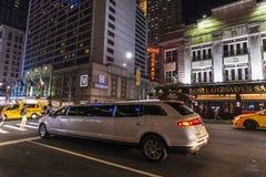 Settimo viale alla notte in New York, U.S.A. fotografia stock libera da diritti