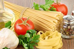 Setting pasta with tomato and garlic Royalty Free Stock Images