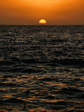 Setting sun over the ocean Royalty Free Stock Photography