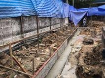 Settle concreto mojado en la fundación del edificio imagen de archivo