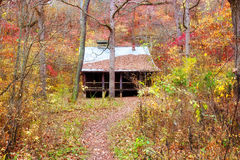 Settlers cabin in missouri. Old settlers log cabin in missouri in fall Royalty Free Stock Photo