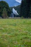Settlment de la antena entre las montañas Foto de archivo libre de regalías