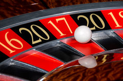 Settore rosso 2017 della ruota di roulette del casinò del nuovo anno diciassette 17 Immagini Stock