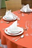 setu obiadowy czerwony stół Zdjęcia Royalty Free