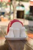 Sety dla pikantność przy uliczną kawiarnią z zamazanym tłem Fotografia Royalty Free