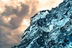 Setzen abstrakte Eisbildung des Feuers und des Eises bei Jokulsarlon Südost-Island auf den Strand Stockbild
