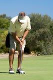 Setzen des Golfspielers Stockfotografie