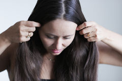 Setzen des Haares stockfotografie
