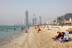 Setzen Sie in Abu Dhabi auf den Strand Stockfotografie