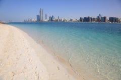 Setzen Sie in Abu Dhabi auf den Strand Lizenzfreie Stockbilder