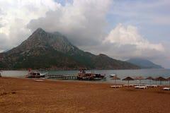Setzen Sie in Adrasan-Dorf auf Lycian-Weise, die Türkei auf den Strand Lizenzfreies Stockbild