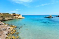 Setzen Sie ` Andrea, Salento, Italien Torre Sant auf den Strand Lizenzfreie Stockbilder