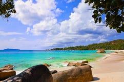 Setzen Sie Anse Lazio in Insel Praslin, Seychellen auf den Strand Lizenzfreies Stockbild