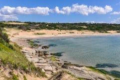 Setzen Sie Ansicht in Punta Del Diablo in Uruguay auf den Strand Stockfotografie
