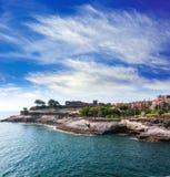 Setzen Sie Ansicht von Puerto de la Cruz, durch den Ozean Teneriffa, Spanien auf den Strand Lizenzfreie Stockbilder