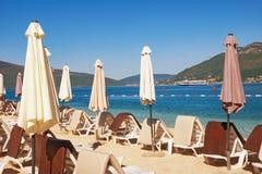 Setzen Sie auf adriatischer Küste Bucht von Kotor, Montenegro auf den Strand Stockbild