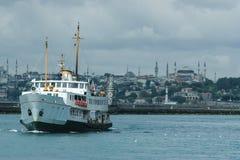 Setzen Sie auf Bosporus-Fluss, Istanbul, die Türkei über stockfotografie