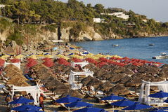 Setzen Sie auf der Insel von Kefalonia in Griechenland auf den Strand lizenzfreie stockfotos