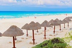 Setzen Sie auf karibischem Meer in Cancun, Mexiko auf den Strand Lizenzfreies Stockbild