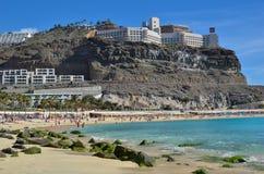 Setzen Sie bei Playa de Amadores, Kanarische Inseln auf den Strand Lizenzfreie Stockfotos