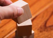 Setzen Sie den Block auf Block-Turm Lizenzfreie Stockfotos