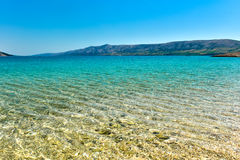 Setzen Sie in der Küste von adriatisches Seeinsel PAG oder von Hvar auf den Strand Stockfoto