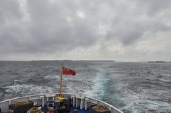 Setzen Sie die Abreise von den Scilly-Inseln, bewölktes Wetter über lizenzfreies stockfoto
