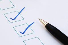 Setzen Sie die Checkmarkierung/das Häckchen in die Kästen ein Lizenzfreies Stockbild