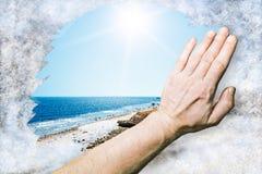 Setzen Sie die Landschaft auf den Strand, die herein vom Eisblumeglas abgewischt wird Lizenzfreie Stockfotografie