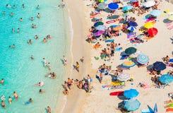 Setzen Sie Draufsicht, Tropea, Kalabrien, Italien auf den Strand Stockfotografie