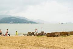 Setzen Sie an einem Park bei Nha Trang, Vietnam auf den Strand stockfotos