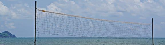 Setzen Sie einen Volleyball auf den Strand Lizenzfreie Stockfotografie