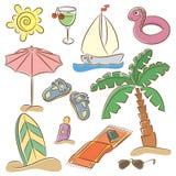 Setzen Sie Ferienikonenset auf den Strand Stockfoto