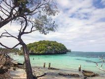 Setzen Sie, Ile de Pine, Neukaledonien, 2017 auf den Strand Lizenzfreie Stockfotografie