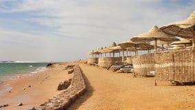 Setzen Sie im Luxushotel, Sharm el Sheikh, Ägypten auf den Strand Lizenzfreie Stockbilder