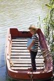 Setzen Sie ist, den Fluss sich zu entspannen und zu genießen Zeit fest Stockbild