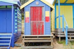Setzen Sie Kabinen auf den Strand stockbild