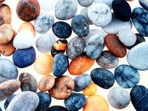 Setzen Sie Kiesel mit angewandtem Filter für grafischen Effekt auf den Strand Lizenzfreies Stockfoto