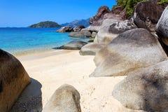 Setzen Sie in Ko Lanta, Thailand auf den Strand Lizenzfreie Stockfotografie