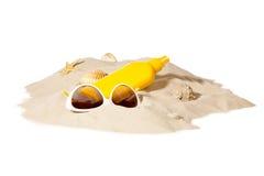 Setzen Sie Konzept mit Stapel des Sandes auf den Strand Stockfoto