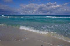 Setzen Sie in Kuba auf den Strand stockfotos