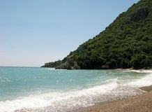 Setzen Sie Landschaftolympos Truthahn auf den Strand Stockfotografie