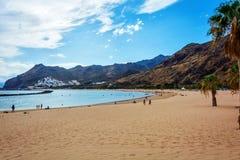 Setzen Sie Las Teresitas in Teneriffa-Sand vom Sahara auf den Strand Lizenzfreies Stockbild