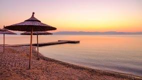 Setzen Sie Moraitika auf der Insel Korfu, Griechenland auf den Strand lizenzfreies stockfoto