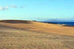 Setzen Sie nahe Corralejo-Sanddünen, Fuerteventura, Kanarische Inseln, Spanien auf den Strand Stockfotos