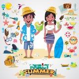 Setzen Sie Paare mit Satz netten Sommerikonen auf den Strand Lizenzfreies Stockbild