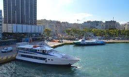 Setzen Sie in Piräus-Hafen, Athen, Griechenland am 19. Juni 2017 über Lizenzfreie Stockfotografie