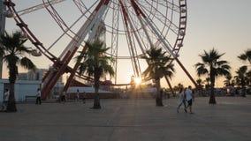 Setzen Sie Rad auf dem Quadrat von Batumi, Georgia über stock footage