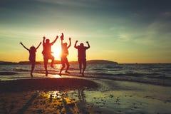 Setzen Sie Reise auf den Strand stockbilder