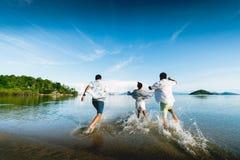 Setzen Sie Reise auf den Strand lizenzfreies stockfoto